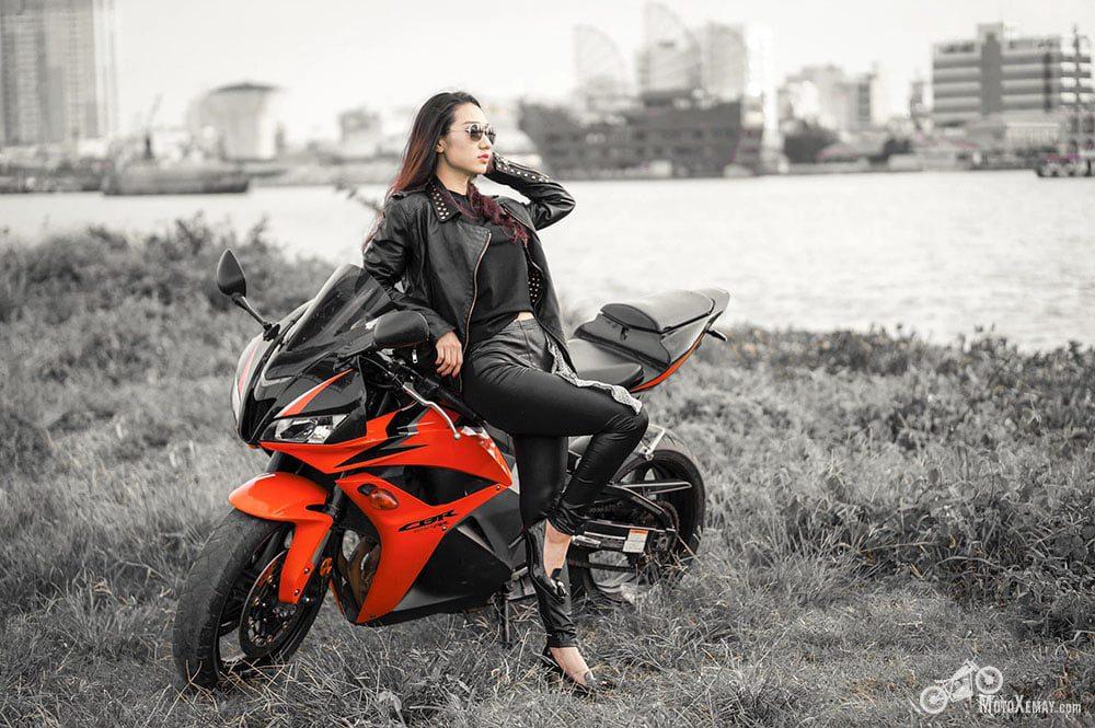 người đẹp Việt chụp cùng moto