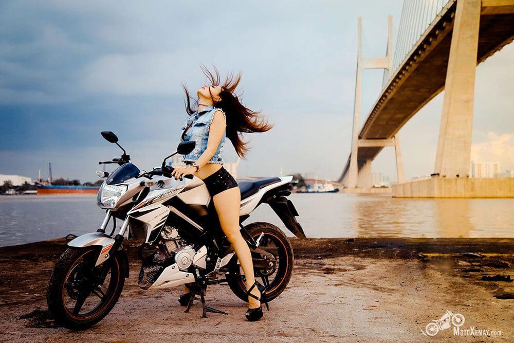 người đẹp Việt bên moto