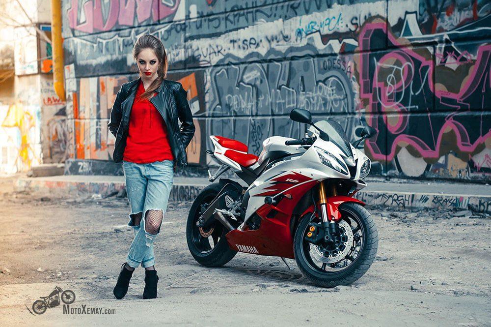 người đẹp và xe moto với phong cách đường phố